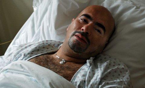 SLITEN HELT: Her ligger Sherko Gadani (37) på Akershus universitetssykehus. Søndag morgen reddet han flere liv under en voldsom brann i Nannestad på Romerike.