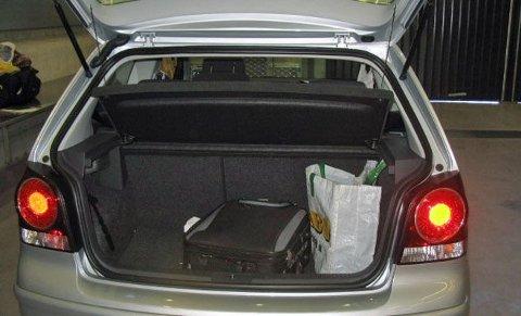 TILFELDIG: Her ligger ti kilo hasj, i en bærepose elegant plassert i bagasjerommet.