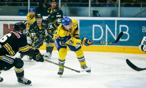 SMÅ MARGINER: Storhamar og Erik de la Rose kriget hjem sesongens andre seier over serieleder Stavanger Oilers søndag. Dette bildet er fra en kamp tidligere i år.