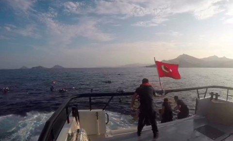 EGEERHAVET: Et tyrkisk kystvaktskip plukket mandag opp 31 migranter utenfor kysten av Bodrum.