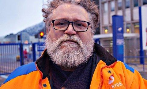 REAGERER: Arve Baade er tillitsvalgt på Hydros aluminiumsverk i Sunndal og ansattrepresentant i Hydro-styret sentralt. Han mener staten ikke bør ta utbytte i Statnett slik situasjonen er nå.