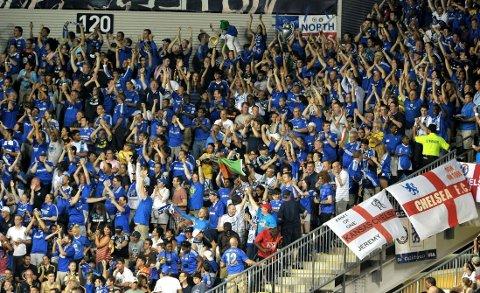 BRÅK: To Chelsea-supportere skal ha blitt knivstukket i Istanbul. Dette er et illustrasjonsbilde av Chelseas supportere under en kamp mot MLS All-Stars i fjor sommer.