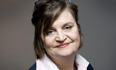 PÅ BALLEN: Samfunnsrefser Elin Ørjasæter mener det er noe fromt over måten norske journalister opptrer overfor hjelpearbeidere på.