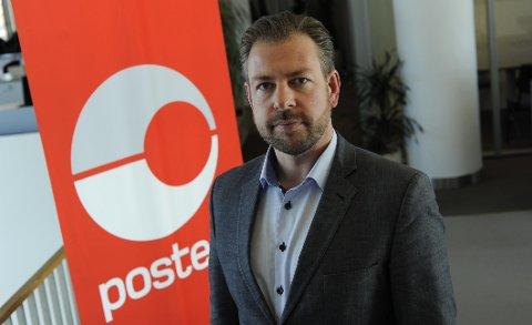 Pressesjef John Eckhoff i Posten Norge advarer norske politikere om å fjerne tollfrigrensen på egenhånd. - Dersom Stortinget skulle vedta å fjerne mva-grensen allerede fra 2019, ville kostnadene og gebyret bli som i dag.