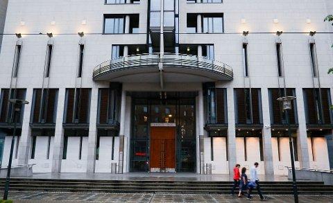 DOM: Den nå 16 år gamle gutten innrømmet skyld på alle tiltalepunkter og ga fornærmede en uforbeholden unnskyldning da han møtte i Oslo tingrett tiltalt for vold og trusler mot lærer.
