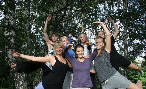dansejenter: Dansen går fremdeles på Frysja, her noen av KompaniA-jentene ved Activum Dance Studio, fra venstre bak: Ingrid, ....Tuva og Marie, foran fra venstre: ...Eline og Ida.