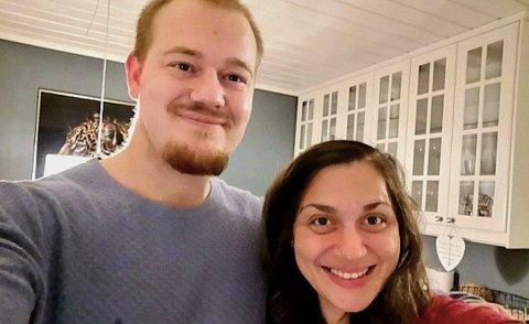 JUBEL: Daniel Espegard og kona Ummehan Selvi-Espegard kunne slippe jubelen løs fredag kveld.