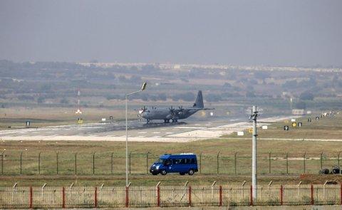 FLYBASE: Onsdag ble det også gjort kjent at Tyrkia og USA formelt har inngått en avtale som åpner for at den USA-ledede internasjonale koalisjonen som kjemper mot IS, kan bruke den tyrkiske flybasen Incirlik (bildet).