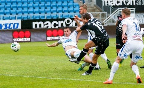 MÅLTJUV: Ole Amund Sveen har startet et aldri så lite målskred som spiss i et Sogndal-lag som nekter å tape. Søndag sørget han for borteseier i Haugesund.