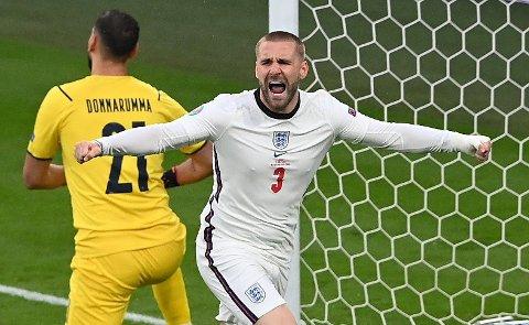 Luke Shaw jubler etter å ha sendt England i ledelsen.