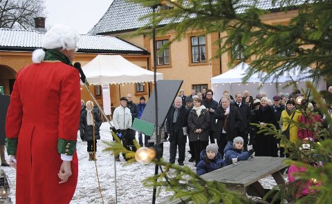 FREDELIG: Peder Anker ønsket velkommen til Bogstad gård, slik han gjorde det for 200 år siden, da gården var et sentrum i norsk politikk og samfunnsliv. Foto: Fredrik Eckhoff