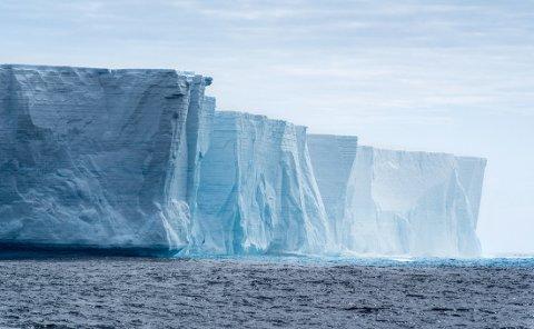 ENORME ISMASSER: Landisen på Grønland og Sydpolen dekker en tiendedel av jordens overflate. Dersom all den isen smelter, vil havnivået i verden stige 60-70 meter. Bildet er fra Antarktis.