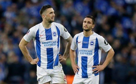 Shane Duffy og Florin Andone, depper etter FA-cup-exiten mot Manchester City. I kveld trenger de tre poeng for å skaffe seg en større luke ned til Cardiff. (AP Photo/Tim Ireland)