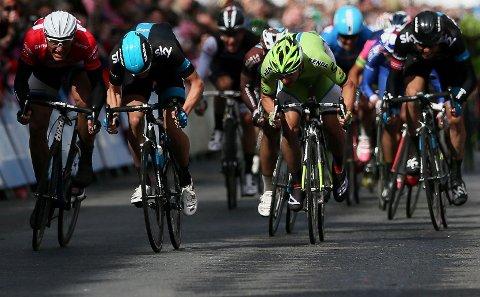 NUMMER SEKS: Edvald Boasson Hagen (til høyre) på oppløpet i Dublin.