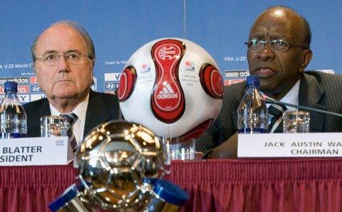 MAKTENS MENN: Sepp Blatter (venstre) og Jack Warner (høyre) var henholdsvis president og visepresident i FIFA. Nå er Blatter suspendert og Warner hevet ut.