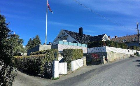 SKIFERKRANGEL: Kjøperen av denne eneboligen på Snarøya trakk selgeren for retten da dekorskiferen begynte å flasse av fasaden.