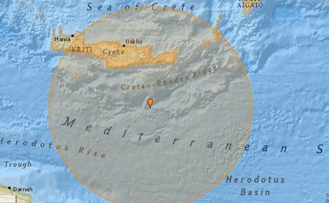 KRAFTIG: Den store oransje sirkelen skal vise jordskjelvet utenfor Kreta.