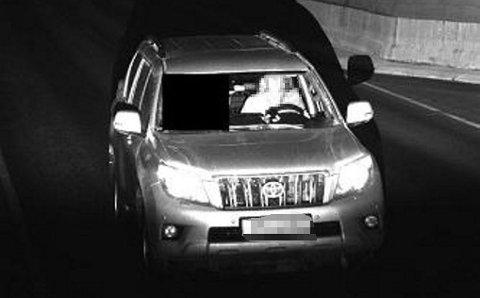 HER BLIR HUN TATT: Denne kvinnen ble tatt da hun kjørte for fort i Tromsøysundtunnelen.