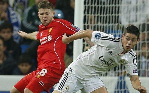 TUNG START: Alberto Moreno, her i duell med James Rodriguez, er en av flere nykommere som sliter i Liverpool.