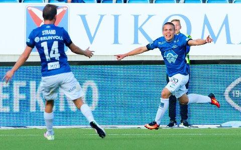HELDIG UNGGUTT: Moldes Tobias Svendsen feirer det seine 3-2-målet mot Odd. Scoringen ble godkjent, selv om avgjøreslen var meget omdiskutert.