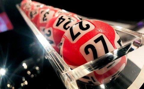 To personer var mandag uvitende om at de har blitt Lotto-millionærer. Nå har Norsk Tipping fått kontakt.