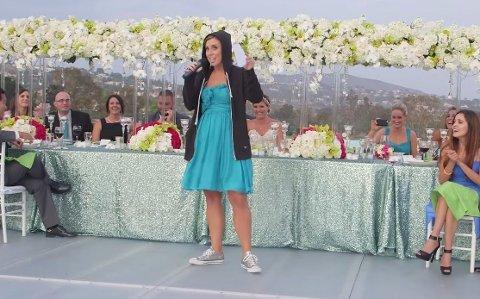 KLESS FOR ANLEDNINGEN: Skal du rappe til Eminem, så er du nødt til å være riktig kledd for anledningen. Foto: Youtube / Screengrab