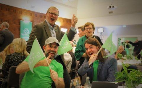 LEDER I ORDFØRERKAMPEN: Sp kan i år vippe Ap av tronen som landets største ordførerparti, men kampen ligger an til å bli meget jevn. Bildet er fra Senterpartiets valgvake i Oslo.