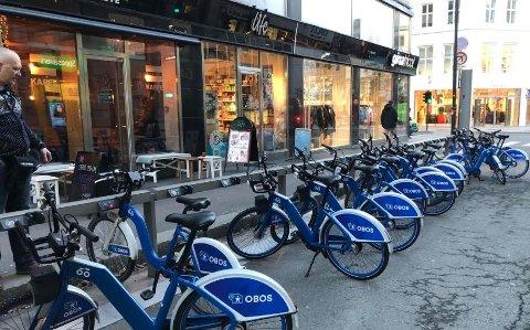 GJELDER ALLE: Også folk på bysykkel risikerer forelegg om lyset er dårlig. Oslo-politiet har de siste dagene delt ut flere bøter på 1200 kroner til syklister.