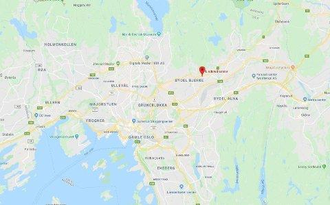 RYKKET UT: Nødetatene rykket ut til melding om brann i et garasjeanlegg på Linderud senter.