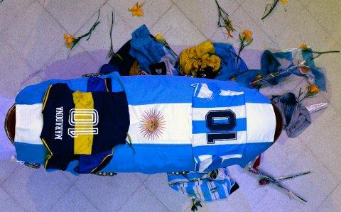 BEGRAVD: Maradonas kiste i presidentpalasset i Buenos Aires.