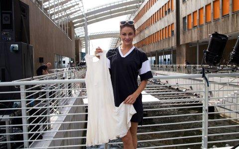 Den hvite kjolen er et av Jennys favorittplagg fra kolleksjonen.