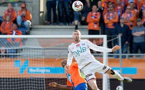 SPISSVIKAR: Kjetil Wæhler var uheldig før Aalesunds andre mål søndag, men gjorde det godt igjen like førs slutt.