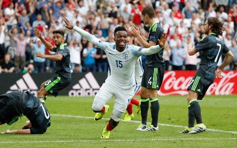 DEN STORE FORSKJELLEN: Daniel Sturridge ordnet 2-1 og tre poeng for England godt inne i overtida mot Wales. Det snudde opp ned på stilingen i EMs gruppe B.