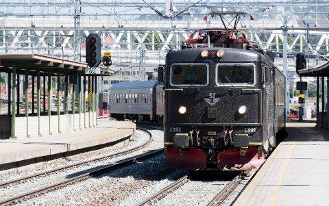 MDG lover å kutte ned reisetiden med tog mellom Oslo og Bergen, det får SVs andrekandidat i Hordaland til å reagere.