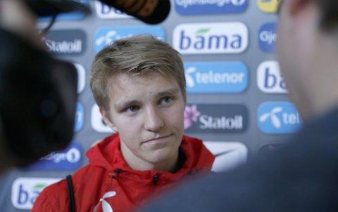 LITE PRATSOM: Martin Ødegaard dukket unna spørsmål om livet i Real Madrid.