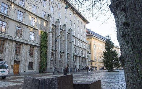En utenlandsk statsborger i 20-årene som skulle varetektsfengsles i Bergen tingrett, rømte ut av et vindu mandag.