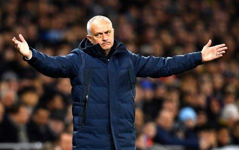 Tottenham og manager Jose Mourinho har problemer offensivt. De mangler både Harry Kane ogSon Heung-Min Begge er ute med skader.