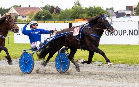 Jomar Blekkan og Alma Prins. Lørdag kommer de ut i V75-2. foto_Ned Alley_Hesteguiden.com.
