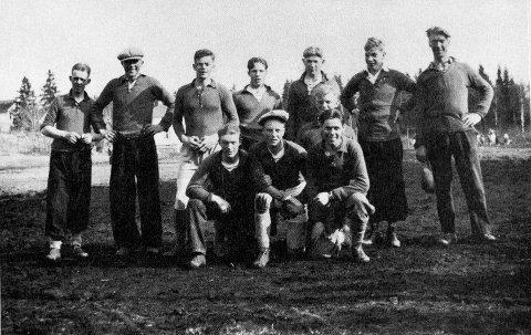 STAUTE KARER: A-laget i 1931. Foto fra «50-års jubileumsskrift til Abildsø I.L.»