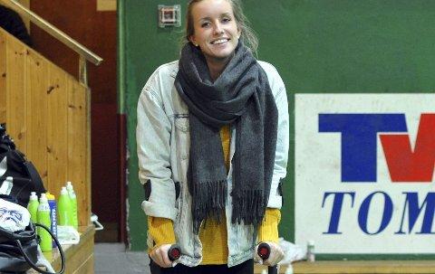 TRENINGSFORBUD: Det blir seks uker på krykker for Thea Grønnevik. Alle Foto: Solfrid Therese Nordbakk