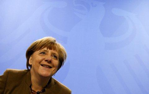 LANDSMODER: Angela Merkel har sittet ved makten i 10 år. Og hvert år er hun blitt fotografert på eksakt samme måte.