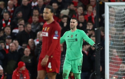 TABBE: LIverpools Adrian bommet med et utspill og ble straffet nådeløst i møtet med spanske Atletico.