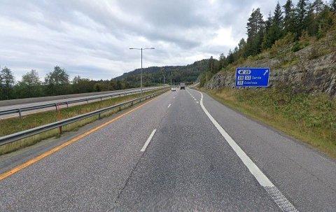Den kjente artisten tilstod å ha kjørt for fort i 50-sonen. Hendelsen skjedde i mai i år klokken 21.50 om kvelden langs E18 ved Sande i Vestfold (ILLUSTRASJONSFOTO).