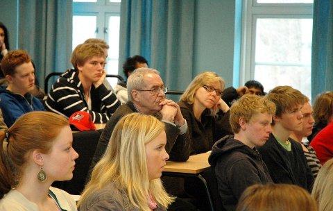 Rektor Berit Hetland kritiseres for høy egenbetaling til avgangsfesten på Berg vgs. Her elever og ansatte avbildet i forbindelse med en forelesning i 2010. De avbildede har ingenting med denne saken å gjøre.