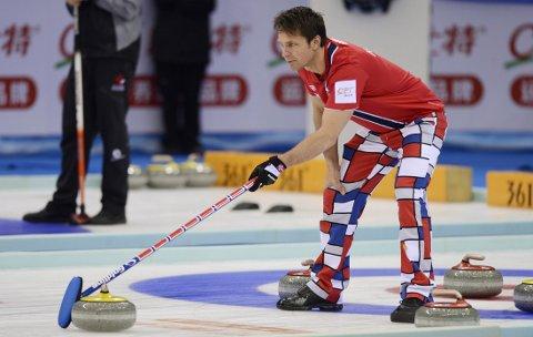 I SLAGET: Thomas Ulsrud og curlinggutta vant grunnspillet i VM.