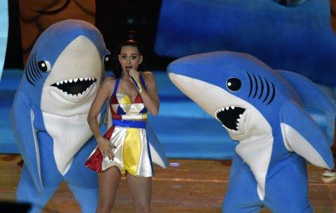 OPS: Katy Perry ser ofte ganske animert ut selv - så det spørs om dette uttrykket kommer av haiens dans, eller ikke.