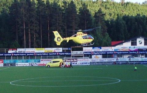 SKADET: Høneføss-kapteinen Aleksander Solli måtte hentes av ambulansehelikopter etter en duell i kampen mot TUIL.
