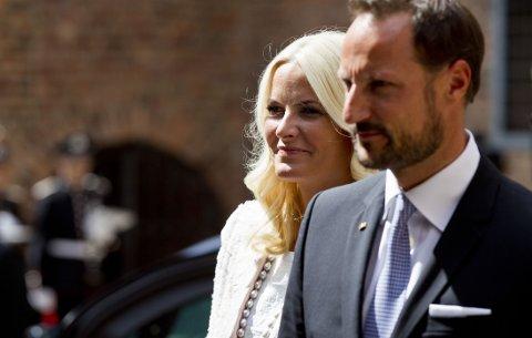 EINAR GELIUS mener kronprinsesse Mette-Marit og kronprins Haakon har revet ned «mystikken» rundt kongehuset i forsøket på å alminneliggjøre kongefamilien.