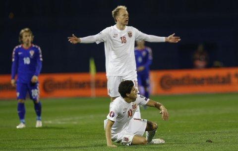 STORTAP: Håvard Nielsen og Tark Elyounoussi måtte se seg slått av Kroatia.