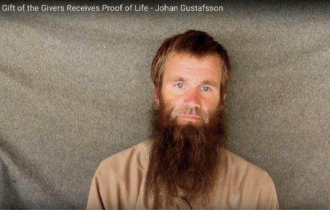 Johan Gustafsson, som ble tatt til fange i Mali i 2011, i en video som ble frigitt i desember. Lørdag ble en ny video lastet opp på YouTube.